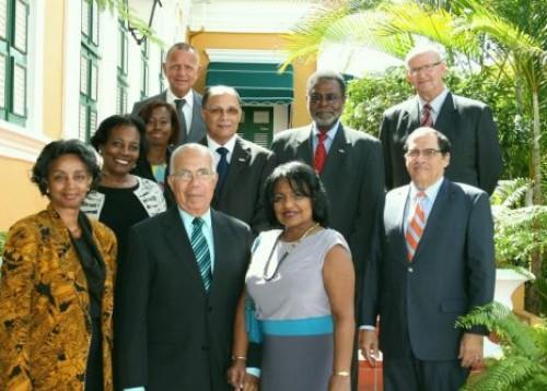 Groepsfoto d.d. 5 februari 2013 van de aanwezigen bij het afscheid van de toenmalige Ondervoorzitter van de Raad van Advies mr. C.M. Grüning