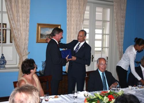 Bijeenkomst d.d. 19 augustus 2011 ter afscheid van onder meer prof. mr. F. B. M. Kunneman als Ondervoorzitter van de Raad van Advies