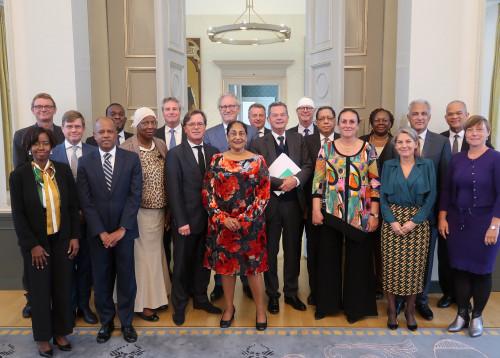 Groepsfoto van de deelnemers aan het Koninkrijksadviesradenoverleg van 15 -17 september 2019 te Den Haag